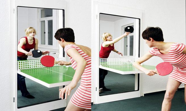 Puerta que se convierte en mesa de ping pong revista for Silla que se convierte en mesa