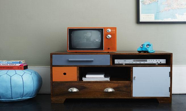 Reciclar un viejo mueble de televisor revista muebles - Mueble para el televisor ...