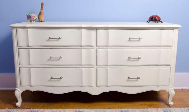 Muebles lacados en blanco xito total revista muebles - Pintar mueble antiguo ...