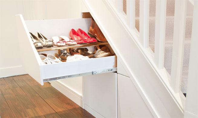 Almacenaje bajo la escalera revista muebles mobiliario for Ideas para decorar puertas de placard
