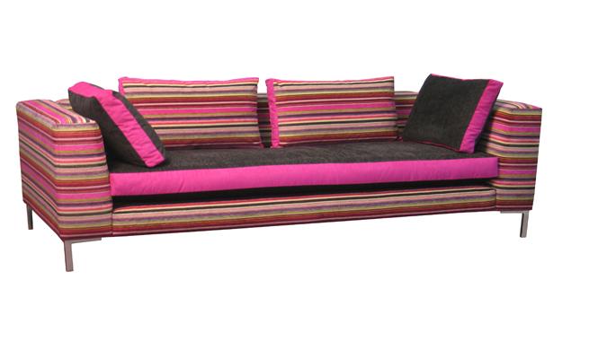 Sillones y sof s con tapicer as combinadas revista for Sofas y sillones de diseno