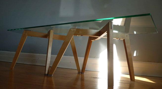 Mesa de dise o con patas de sillas revista muebles - Mesas y sillas de diseno ...