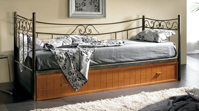 Muebles de forja para el dormitorio revista muebles - Decoracion forja pared ...