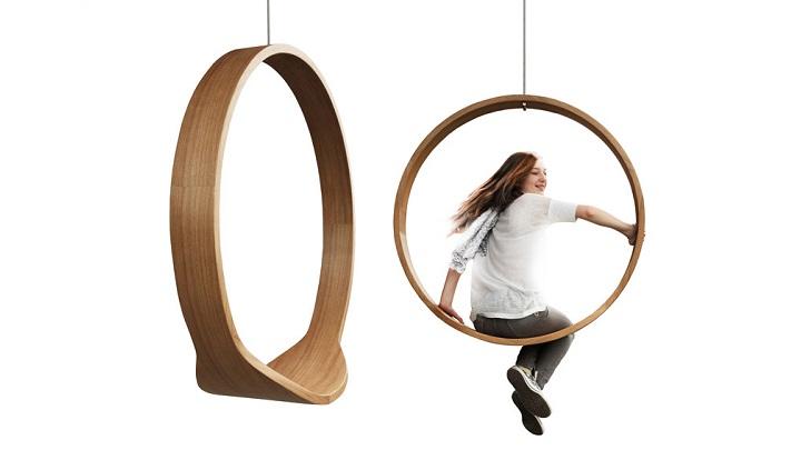 minimalista silla mecedora que se cuelga del techo