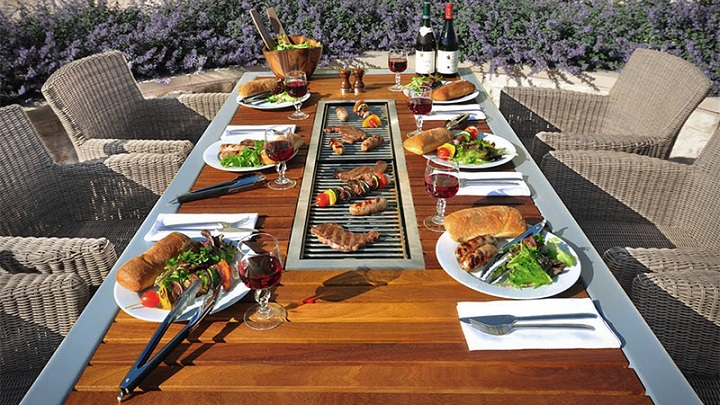 Modern Outdoor Barbecue Table foto