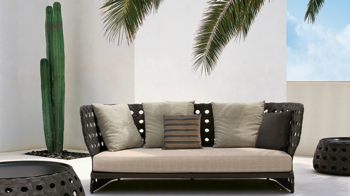 B_B-Outdoor-sofa-exterior
